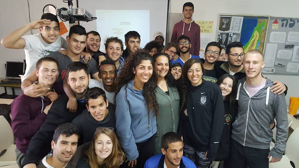סדנאות והרצאות לבנות ובני נוער